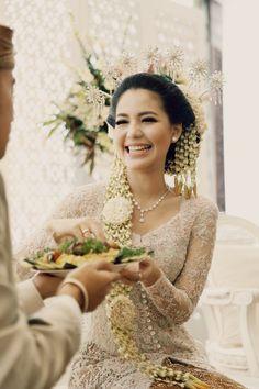 Pernikahan Tema Pastel Peranakan, Kara dan Andika sangat indah dan unik. Yuk, baca kisah selengkapnya!