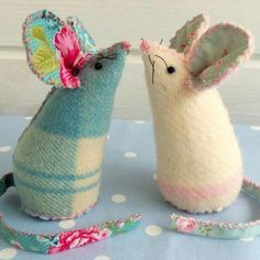 These little mice are so cute and so easy to make! Full FREE tutorial with easy to print pattern and templates.