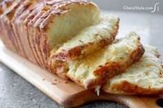 Try our pull-apart garlic cheesy bread recipe! - CherylStyle