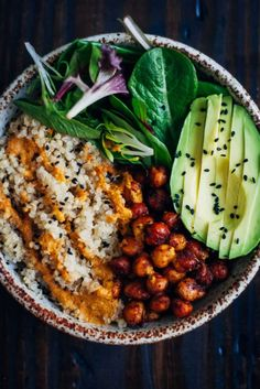 This vegan buddha bowl has it all - fluffy quinoa, crispy spiced chickpeas, and . This vegan buddha bowl has it all - fluffy quinoa, crispy spiced chickpeas, and . Healthy Snacks, Healthy Eating, Healthy Protein, Healthy Cooking, Healthy Rice, Healthy Dishes, Vegan Fried Rice, Vegan Side Dishes, Plant Protein