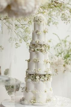 nner of cow parsley (fresh and silk), ammi, gladioli, dahlia, stocks, rice flower, astilbe, gypsophila and eustoma graced the top table which was dressed with antique crystal and fine silverware. Pedestal arrangements at eith