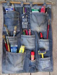 14 ideas chulas para reciclar vaqueros o jeans Yes! The post 14 ideas chulas para reciclar vaqueros o jeans Yes! appeared first on Jeans. Jean Crafts, Denim Crafts, Artisanats Denim, Jean Diy, Sewing Crafts, Sewing Projects, Upcycled Crafts, Trend Council, Denim Ideas