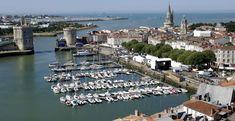 """Wer den Film """"Das Boot"""" gesehen hat, der bringt La Rochelle meist nur mit  den gigantischen U-Boot-Bunkern in Verbindung. Das ist sehr schade, weil La Rochelle so viel mehr zu bieten hat. Schöne Straßen und Gassen, die zum Flanieren einladen, einen Hafen mit viel Geschichte und ebenso viel Atmosphäre, attraktive Geschäfte und jede Menge gute Restaurants. La Rochelle ist definitiv eine Reise wert."""