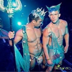 Halloween Costume Ideas for Gay Couples from Adorable to Scandalous Gay Halloween Costumes, Gay Costume, Halloween Make, Merman Costume, Halloween Disfraces, Gay Couple, Fancy Dress, Beautiful Men, Sexy Men