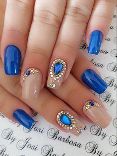 Clique na imagem e veja 10 modelos de unhas decoradas delicadas para você fazer sucesso Gel Uv Nails, Glitter Manicure, Manicure And Pedicure, Acrylic Nails, Blue Nail Designs, Cool Nail Designs, Blue Design, Rhinestone Nails, Bling Nails