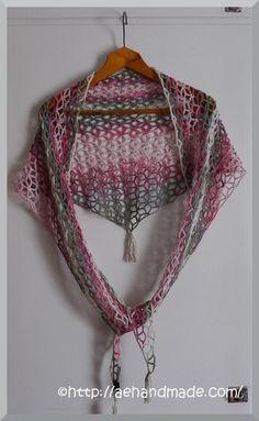 Virka en sjal. Alltså, jag kan inte låta bli! det är så roligt att virka sjalar. Gratis mönster från garnstudio som var lätt att förstå.
