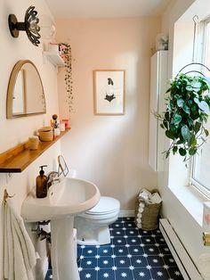 First Apartment, Apartment Living, York Apartment, Rental Bathroom, Bathrooms, Creation Deco, Boho Room, Bathroom Inspiration, Bathroom Ideas