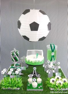 Soccer Football Birthday Party Desserts Table - DIY decorations, printable, food and favors to inspire a world cup birthday party! Soccer Birthday Parties, Birthday Party Desserts, Football Birthday, Soccer Party, Sports Party, Football Soccer, Soccer Ball, Boy Birthday, 21st Party