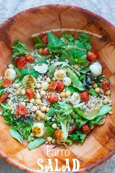 Light Lunch Salad - Quick & easy light lunch salad using baby kale and greens, farro, chickpeas, roasted tomatoes and onions. With maple syrup vinaigrette Salad Recipes Healthy Lunch, Salad Recipes For Dinner, Soup Recipes, Healthy Snacks, Kale Recipes, Healthy Sides, Vegetarian Meals, Delicious Recipes, Vegan Recipes