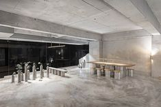 jeonghwa seo crafts brutalist concrete interior for etcetera cafe in seoul Seoul Café, Bar Furniture, Furniture Design, Restaurant Furniture, Patio Circular, Bar A Vin, Concrete Interiors, Outside Bars, Journal Du Design