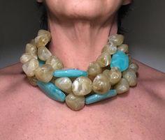 Sono felice di condividere l'ultimo arrivato nel mio negozio #etsy: Collana beige,collana turchese,collana in resina, collana in pelle, collana bavaglino, collana fashion, collana stratificata, regalo per lei #gioielli #collane #beige #pelle #turchese #blu