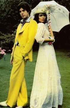 Mick Jagger and Bianca Jagger by Leni Riefenstahl for The Sunday Times, 1974 vintage fashion color photo long white peasant dress boho and Mick in a yellow suit Bianca Jagger, 70s Fashion, Look Fashion, Vintage Fashion, Costume Année 70, Costumes, Gianni Versace, American Apparel, Louise Ebel