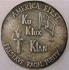 """Moneta. Rocznik Ku Klux Klan. Niewidzialne Imperium. ,,Najpierw Ameryka. Ku Klux Klan. Zachowaj czystość rasową""""."""