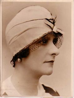 French Fashion Hat Suzanne Talbot old Photo 1920's