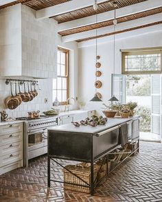 Interior Design Kitchen A farmhouse in the Klein Karoo has been nostalgically reimagined with a country kitchen at its heart. Watch and get lost in its rural tranquility and nostalgia. Modern Farmhouse Kitchens, Country Kitchen, Rustic Farmhouse, Countryside Kitchen, European Kitchens, Western Kitchen, Cottage Kitchens, Kitchen Rustic, Contemporary Kitchens