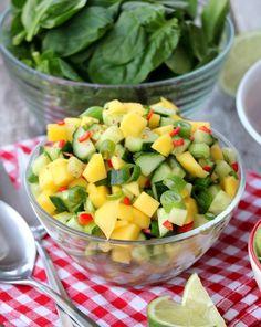 Laksetaco med mangosalat & guacamole - LINDASTUHAUG Tzatziki, Fruit Salad, Indian Food Recipes, Guacamole, Tapas, Smoothie, Food And Drink, Keto, Vegetarian