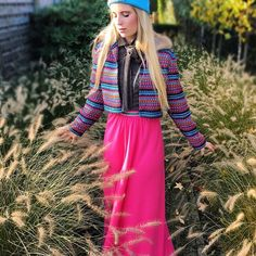 WEEKENDWORKDAY 💖💠💙 You can find me today at #BoutiqueTutuChic in Antwerp 🅰️ #OOTD Wearing our #TutuChic #boss #beanie 💠 #Elodie #jacket 🍭 #pink #maxiskirt 💖 and #anna #blouse ✌🏻️
