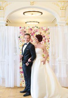 Esküvőkre és Fotózásokra bérelhető. Bridesmaid Dresses, Wedding Dresses, Flower Wall, Flowers, Fashion, Bridesmade Dresses, Bride Dresses, Moda, Bridal Wedding Dresses