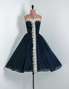 Vintage party dress... Love it!
