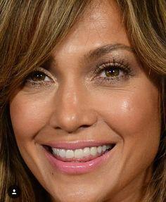 Celebrity Faces, Celebrity Makeup, Celebrity Hairstyles, Jennifer Lopez Body, J Lo Fashion, Beautiful Lips, Celebs, Celebrities, Woman Face