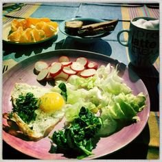 A simple and healthy lunch at home with mom 😍