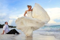Trash the dress Mexican Caribbean style on the beach of the Riviera Maya.