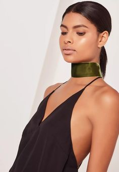Be a vixen in velvet in this sweet af choker. In a deep khaki hue, silver back clasp and a wide choker style, this is a luxe alternate to the usual fierce choker.