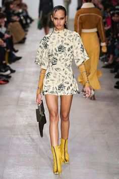 Charlotte Knowles Fall 2020 Ready-to-Wear Fashion Show - Vogue Fashion Week, Fashion 2020, Fashion Trends, London Fashion, Catwalk Fashion, 90s Fashion, Nice Dresses, Short Dresses, Dresses With Sleeves