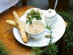 Enten-Rillettes ist ein Rezept mit frischen Zutaten aus der Kategorie Ente. Probieren Sie dieses und weitere Rezepte von EAT SMARTER!