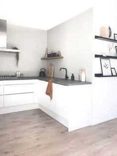 Dining Room Design, Interior Design Kitchen, My Living Room, Home And Living, Kitchen Wallpaper, Küchen Design, Kitchen Flooring, Interior Styling, Home Kitchens