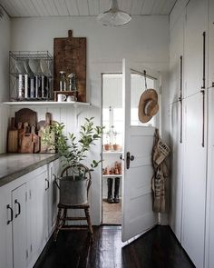 Farmhouse Kitchen Decor Ideas: Great Home Improvement Tips You Should Know! You need to have some knowledge of what to look for and expect from a home improvement job. Decoration Inspiration, Decoration Design, Decor Ideas, Decorating Ideas, Room Ideas, Home Interior, Interior Colors, Kitchen Interior, Country Kitchen