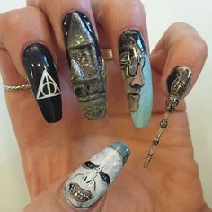 58 Harry Potter Nail Art Ideas That Are Pure Magic Harry Potter Nails Art Related posts:Wow! What a fantastic Nail art Prettiest Coffin Nails for the Beginning of 2020 Harry Potter Nail Art, Harry Potter Make-up, Harry Potter Nails Designs, Harry Potter Tumblr, Harry Potter Characters, Us Nails, Hair And Nails, Maquillaje Harry Potter, Nagel Hacks