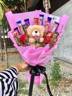 Bouquet Cadeau, Candy Bouquet Diy, Food Bouquet, Gift Bouquet, Valentines Day Baskets, Valentines Gifts For Boyfriend, Valentines Diy, Boyfriend Gifts, Boyfriend Birthday