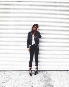 te desejo uma vida com um leve toque de poesia cheia de pequenas e sinceras alegrias de dias incríveis e gente de luz.  ( jeans preto  blusa v splash  jacket ) #crieiusei #dreammakeithappen #carolfarina shopcarolfarina.com.br/