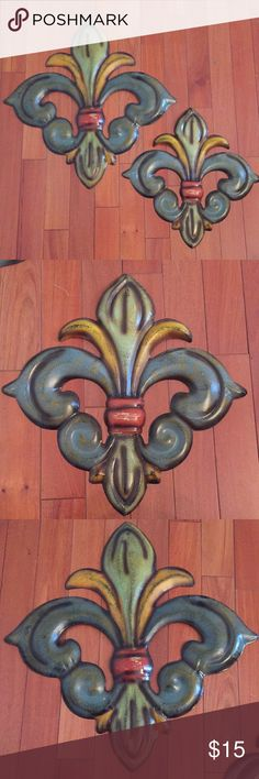 Distressed Fleur de lis decor pieces Set of 2 Fleur de lis aluminum wall hangings. Distressed look. Small is 14 3/4 x 14 1/2 and large is 19 x 19 Accessories