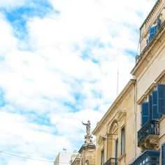 In città pt. 3  #window #house #valletta #nikonitalia #blue #igersmalta #mymaltaguide #malta #valetta #instagood #picoftheday #memories #malte #vacation #maltese #maltaphotography #visitmalta #nikon #photooftheday #d5300 #architecture #view #instagrid #grid #ipreview @preview.app