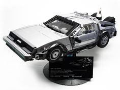 Back to the Future DeLorean (1:15) with LEGO. Amazing!
