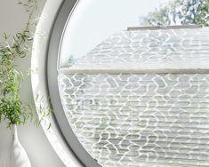 Un arrondi pas de soucis nous avons la solution Roller Shades, Window Styles, Stores, Blinds, Modern, Windows, Mirror, Gallery, Solution