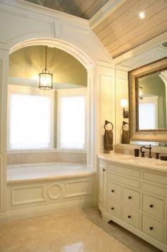 traditional bathroom Reaume Construction & Design