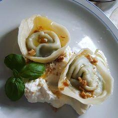 Domowy obiad z przyjaciółmi  #pierogi #ricotta #szpinak