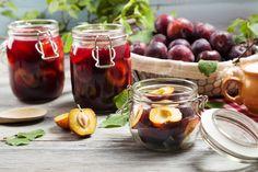 Fűszeres, rumos szilvabefőtt régi családi recept szerint Moscow Mule Mugs, Rum, Vegetables, Tableware, Desserts, Food, Plum Jam, Marmalade, Kuchen