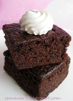 SeMaVeR: Çikolatalı Yoğurtlu Kek