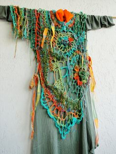 Multicolored detailed asymmetric fiber art par MizzieMorawez, €560.00
