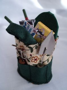DOLLS HOUSE MINIATURES - Gardeners Bag and bits