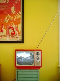 I would love a retro room!