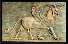 León alado. med: 112x72x3 cm. Inspirada en un fragmento de ladrillo moldeado y vidriado del palacio real de Darío I, en Susa, siglo V a.C. -  - Barca Solar