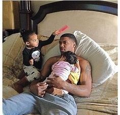 ᴀʟʟ ��ᴜ go ᴛ� ᴅ� ɪs ғ�ʟʟ�ᴡ �ᴇ♥ 『ᴘιɴтᴇʀᴇѕт ➫ ��ʀᴇ ᴘɪɴs ʟɪᴋᴇ ᴛʜɪs �ɴᴇ✎ ᴀʟs� ✘ᴅ�ɴ'ᴛ✘ ғ�ʀɢᴇᴛ ᴛ� ɢɪᴠᴇ �ᴇ ᴄʀᴇᴅɪᴛ �ɴ �� ᴘɪɴs✌︎ Cute Family, Baby Family, Beautiful Family, Family Kids, Black Fathers, Fathers Love, Family Matters, Family Goals, Daddy Daughter