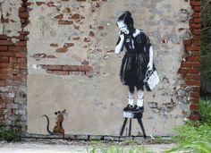 Бэнкси (псевдоним англ. Banksy, р. 1974 или 1975) – английский художник, чье творчество относят к стрит-арту http://contemporary-artists.ru/Banksy.html