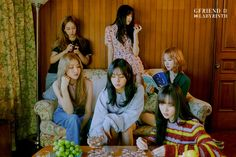 After yesterday's first teaser/concept photos, GFRIEND released another set of these for their upcoming comeback titled Labyrinth. Although the resolution isn't very big, there are many photos of each member, for a total of 26 photos. South Korean Girls, Korean Girl Groups, Gfriend Album, Photo Room, Photoshoot Images, Cloud Dancer, Fandom, G Friend, Kpop