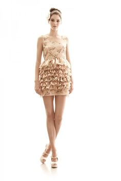 Kendall Jenner. LOVE this dress!!